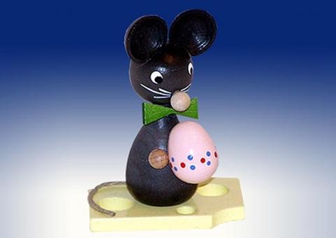 Mäusekind mit Ei